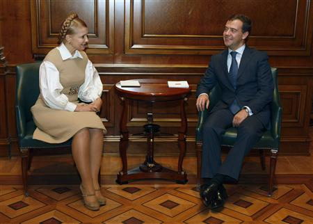 Russia's President Dmitry Medvedev (R) and Ukraine's Prime Minister Yulia Tymoshenko meet in a presidential residence in Gorki, outside Moscow, October 2, 2008. REUTERS/RIA Novosti/Kremlin/Dmitry Astakhov