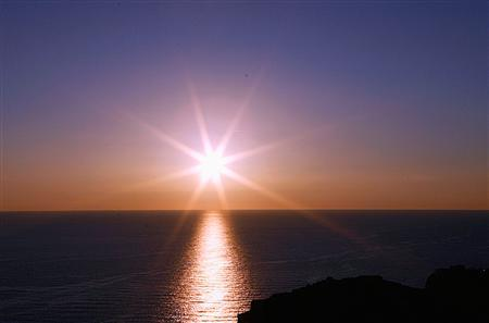 The sun sets over the sea in Dubrovnik, the famous Adriatic town, in Croatia November 3, 2007. REUTERS/Nikola Solic