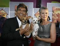 """<p>Cast member Jamie Lee Curtis (R), holding Chihuahuas Angel, and comedian George Lopez holding Rusco, pose at the world premiere of """"Beverly Hills Chihuahua"""" at El Capitan theatre in Hollywood, September 18, 2008. REUTERS/Mario Anzuoni</p>"""