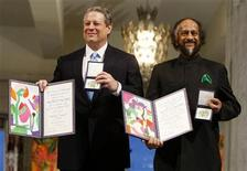 <p>Former Vice President Al Gore (L) and Rajendra Pachauri, the head of the Intergovernmental Panel on Climate Change (IPCC), pose with their awards during the Nobel Peace Prize 2007 award ceremony in Oslo December 10, 2007. REUTERS/Bjorn Sigurdson/Scanpix Norway</p>