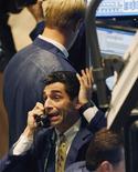 <p>Operador na bolsa de Nova york. silvio Berlusconi disse que tem circulado a idéia de suspender os mercados para lidar com a crise REUTERS/Mike Segar (UNITED STATES)</p>
