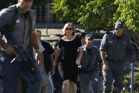 Israel's Foreign Minister Tzipi Livni arrives to Israel's northern coastal city of Acre October 10, 2008. Police used tear gas and water cannon to try and stamp out clashes between Jews and Arabs in Israel's northern coastal city of Acre on Thursday, officials said. REUTERS/Baz Ratner
