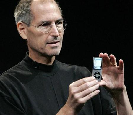 Apple Inc CEO Steve Jobs displays a redesigned iPod Nano at Apple's ''Let's Rock'' media event in San Francisco, California in this file photo from September 9, 2008. REUTERS/Robert Galbraith