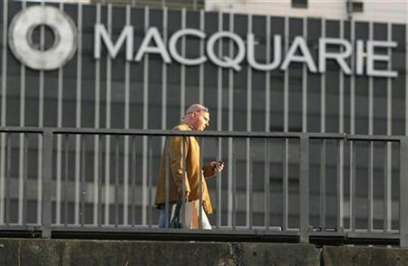 A man walks on a pedestrian bridge in front of the Macquarie bank tower in Central Sydney September 18, 2008. REUTERS/Daniel Munoz