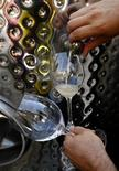 <p>Più si beve più il cervello si rimpicciolisce,dicono ricercatori. REUTERS/Yiorgos Karahalis</p>
