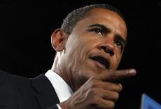 <p>Кандидат в президенты США от Демократической партии Барак Обама выступает на предвыборном митинге в Толедо 13 октября 2008 года. Кандидат на пост президента США от демократической партии Барак Обама опережает в гонке на пост президента кандидата-республиканца Джона Маккейна на 6 процентов за день до финальных теледебатов, по данным опроса Reuters/C- SPAN/Zogby, опубликованного во вторник. REUTERS/Jim Young</p>