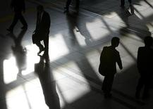 <p>Office workers are seen in a file photo. REUTERS/File</p>