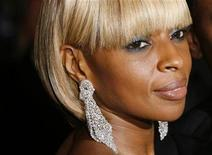 "<p>Mary J. Blige, wearing Michael Kors and Lorraine Schwartz jewellery, arrives for the Metropolitan Museum of Art Costume Institute Gala, ""Superheroes: Fashion and Fantasy"" in New York, May 5, 2008. REUTERS/Lucas Jackson</p>"