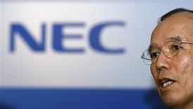 """<p>El presidente de NEC, Yano Kaoru, habla en una conferencia de prensa en Taipei 17 oct 2008. NEC, el mayor fabricante de computadoras personales de Japón, apuntará desde el próximo mes hacia el nuevo mercado de los """"netbooks"""" de bajo costo orientados a internet, uniéndose a una tendencia impuesta por grandes fabricantes de vender estos aparatos bajo sus marcas. REUTERS/Nicky Loh (TAIWAN)</p>"""