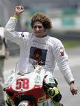 <p>Il pilota della Gilera Marco Simoncelli campione del mondo nelle 250 cc. REUTERS/Zainal Abd Halim</p>