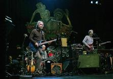 "<p>Guitarist Bob Weir (L) and Phil Lesh (R), two of the remaining living members of the band ""The Grateful Dead"", perform a sound check at the Warfield Theatre in San Francisco, California, February 4, 2008. REUTERS/Robert Galbraith</p>"
