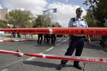 An Israeli police officer stands at the scene of a stabbing in Gilo October 23, 2008. REUTERS/Eliana Aponte