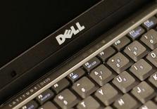 <p>Selon le directeur marketing de Dell, le deuxième fabricant mondial de PC s'attend à un ralentissement de la demande en ordinateurs personnels du fait de la crise économique mondiale, mais espère accroître sa présence dans des marchés émergents tels que l'Inde. /Photo prise le 26 août 2008/REUTERS/Brendan McDermid</p>