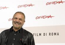 """<p>O diretor Uli Edel posa durante evento para seu filme """"The Baader Meinhof Complex"""" no festival de cinema de Roma em 24 de outubro. Edel disse na sexta-feira que tentou retratar tanto o fascínio quanto o horror suscitados pelo grupo Baader-Meinhof, o movimento guerrilheiro de esquerda que é o tema de seu filme mais recente. REUTERS/Alessandro Bianchi</p>"""