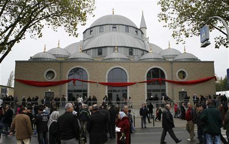 A general view shows the newly built Merkez mosque in Duisburg, October 26, 2008. REUTERS/Ina Fassbender