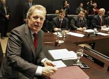<p>Quebec Premier and conference chair Jean Charest talks with colleagues before the Council of the Federation meeting in Montreal October 20, 2008. The premier of the predominantly French-speaking Canadian province of Quebec will call a provincial election for December 8, the Canadian Broadcasting Corp. said on Monday. REUTERS/Shaun Best</p>