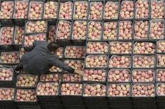 <p>Mele ad un mercato. REUTERS/Sean Yong (CHINA)</p>