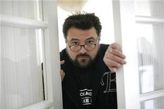 "<p>Kevin Smith, director and writer of the movie ""Zack and Miri Make a Porno"", poses in Los Angeles October 19, 2008. REUTERS/Mario Anzuoni</p>"