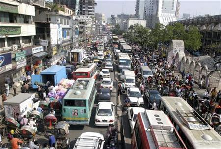 A view of traffic on a street on the first day after a week-long nationwide transport blockade in Dhaka, November 26, 2006. REUTERS/Rafiqur Rahman