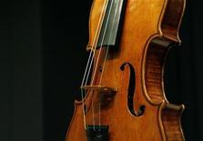 <p>Un violino Stradivari. REUTERS/Brendan McDermid (UNITED STATES)</p>