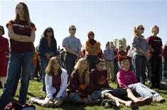 <p>Università, studenti: seri quando si tratta di salvare ambiente. REUTERS/Chris Keane</p>