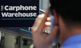 <p>Un negozio di Carphone Warehouse in centro a Londra. REUTERS/Luke MacGregor</p>