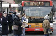 <p>Un autobus a Roma. REUTERS/Max Rossi (ITALY)</p>