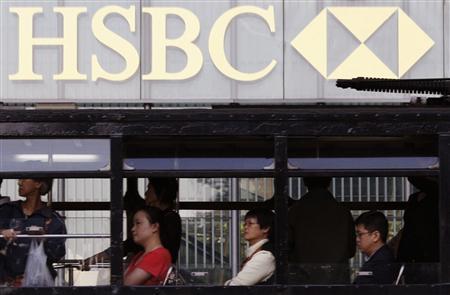 A tram passes HSBC headquarters in Hong Kong November 10, 2008. REUTERS/Bobby Yip