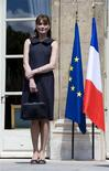 <p>A primeira-dama francesa, Carla Bruni REUTERS/Philippe Wojazer (FRANCE) (Newscom TagID: rtrphotosthree605558) [Photo via Newscom]</p>