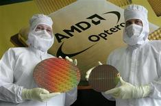<p>AMD a lancé la commercialisation de la nouvelle génération de ses processeurs à quatre coeurs Opteron destinés aux serveurs, près d'un an après le lancement par Intel de sa propre puce gravée en 45 nanomètres. /Photo d'archives/REUTERS/Arnd Wiegmann</p>