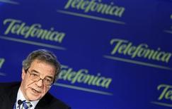 <p>Cesar Alierta, président de Telefonica. Le groupe télécom espagnol fait état d'un bénéfice net en recul de 28,7% sur les neuf premiers mois de 2008, en raison essentiellement de charges liées aux éléments exceptionnels. /Photo prise le 28 février 2008/REUTERS/Sergio Perez</p>