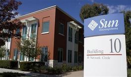 <p>Le groupe informatique américain Sun Microsystems a l'intention de supprimer 5.000 à 6.000 emplois, soit environ 15% à 18% de ses effectifs, pour adapter ses activités à l'évolution de la conjoncture mondiale. /Photo d'archives/REUTERS/Kimberly White</p>
