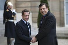 <p>Президент Франции Николя Саркози приветствует президента Грузии Михаила Саакашвили в Париже 13 ноября 2008 года. Президент Франции Николя Саркози заверил Грузию, что будет добиваться более близких связей между ЕС и бывшей советской республикой, несмотря на шаги, предпринимаемые блоком для возобновления переговоров о стратегическом партнерстве с Россией, сообщили официальные лица. REUTERS/Philippe Wojazer (FRANCE)</p>
