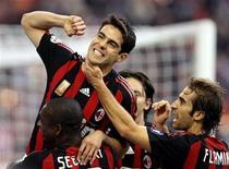 <p>Kaká, do Milan, comemorando após marcar gol contra o Chievo durante partida pelo Campeonato Italiano. REUTERS/Alessandro Garofalo</p>