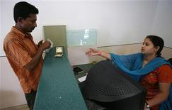 <p>A customer deposits money at the teller counter of Yes Bank's microfinance division in Mumbai October 25, 2008. A global credit crisis that has felled large investment banks and prompted multi-billion dollar bailout packages is also hurting unlikely victims half a world away: small south Asian businesses dependent on microfinance. REUTERS/Punit Paranjpe</p>