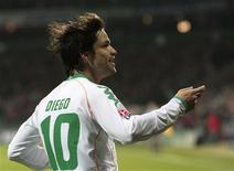 <p>Diego, do Werder, comemora após marcar gol contra o Colônia em cobrança de pênalti. REUTERS/Christian Charisius</p>