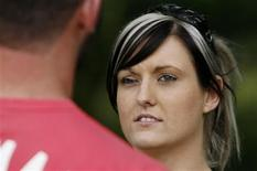 <p>Krystle Kelley talks with her boyfriend Damien Clout in Wollongong November 14, 2008. REUTERS/Daniel Munoz</p>