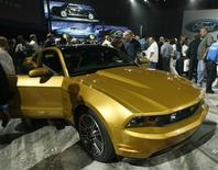 <p>Car enthusiasts look at Ford's 2010 Mustang at an unveiling in Santa Monica, California November 18, 2008. REUTERS/Fred Prouser</p>