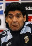 <p>Treinador da seleção argentina, Maradona, durante coletiva em Glasgow, Escócia. Diego Maradona disse que não vai perder o sono porque Terry Butcher se recusou a apertar sua mão no amistoso de quarta-feira da Argentina contra a Escócia.REUTERS/David Moir</p>