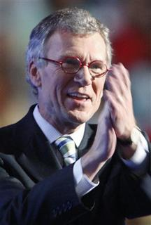 Former Senator Tom Daschle (D-SD) applauds during the 2008 Democratic National Convention in Denver, Colorado, in this August 27, 2008 file photograph. REUTERS/Chris Wattie