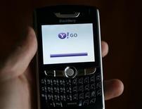 """<p>Immagine d'archivio del prodotto di Yahoo per telefonini """"Yahoo Go"""". REUTERS/Mike Blake (UNITED STATES)</p>"""