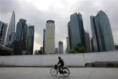 <p>Il nuovo centro finanziario di Shanghai. REUTERS/Nir Elias (CHINA)</p>