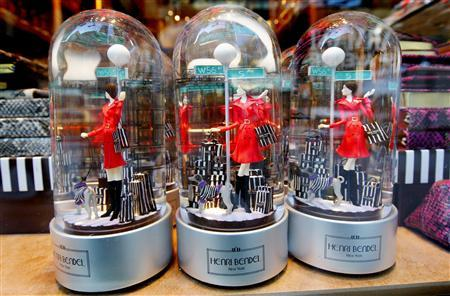 Holiday globes depicting a woman with shopping bags stand for sale in a window display at the high-end luxury goods maker Henri Bendel along 5th Avenue in New York, November 19, 2008. REUTERS/Mike Segar