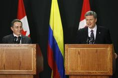 <p>Colombia's President Alvaro Uribe (L) and Canada's Prime Minister Stephen Harper talk to the media after the signing of the Free Trade Agreement between Colombia and Canada in Lima, November 21, 2008. REUTERS/Enrique Castro Mendivil</p>