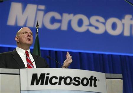 Microsoft CEO Steve Ballmer speaks to shareholders at the Microsoft annual shareholders meeting in Bellevue, Washington, November 19, 2008. REUTERS/Marcus R. Donner