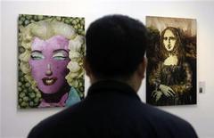 """<p>Un visitatore al """"Museo degli Ortaggi"""" a Pechino. REUTERS/Jason Lee (CHINA)</p>"""