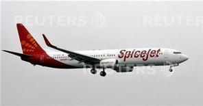 <p>Immagine d'archivio di un aereo della compagnia indiana SpiceJet. REUTERS/Punit Paranjpe (INDIA)</p>