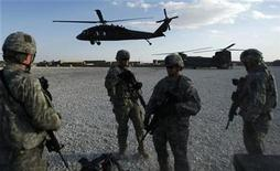 <p>U.S. soldiers stand at a military base as a helicopter lands in Ghazni province, October 30, 2008. REUTERS/Ahmad Masood</p>