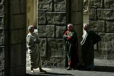 "<p>Actors dressed as ancient Romans wait to play on the set of ""Rome"" at Rome's famed Cinecitta' studios May 3, 2004. REUTERS/Alessia Pierdomenico</p>"
