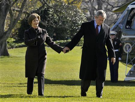 President Bush and first lady Laura Bush walk to make a statement on the attacks in Mumbai on the South Lawn of the White House, November 29, 2008. REUTERS/Yuri Gripas